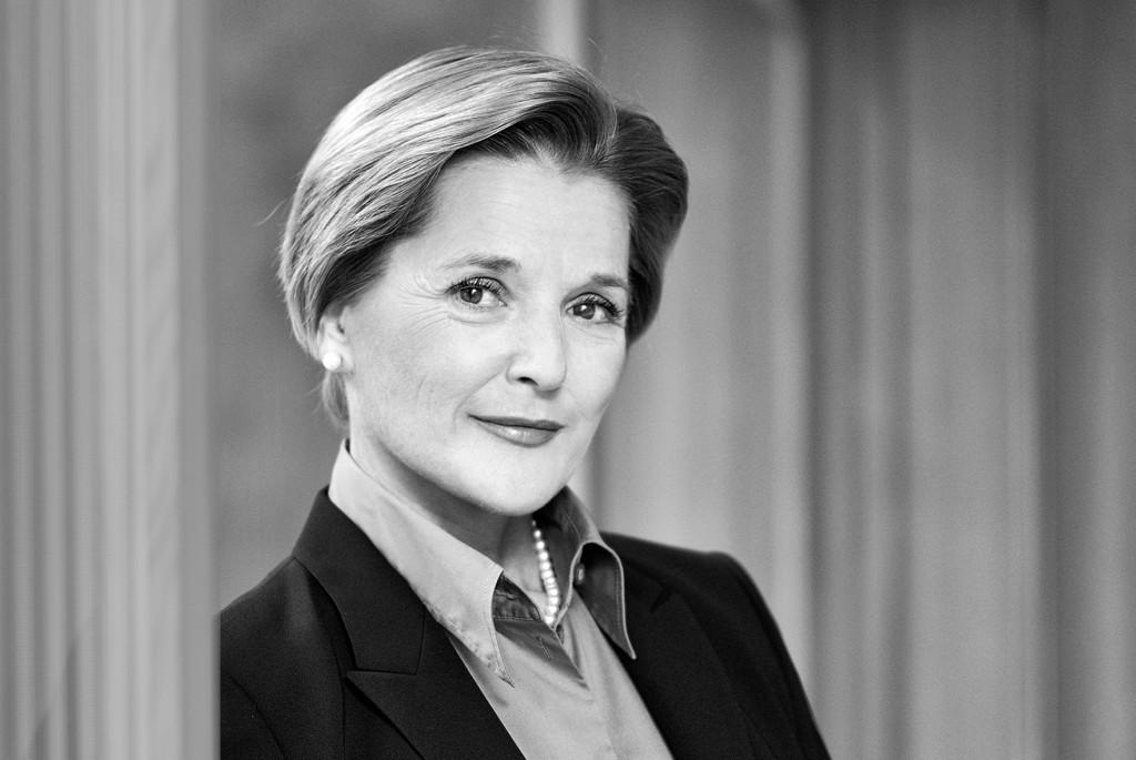 Dr. Christine Loos